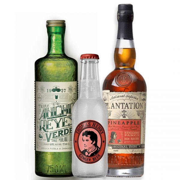 Cocktail de licor ancho verde con ron plantation pineapple y thomas henry ginger beer